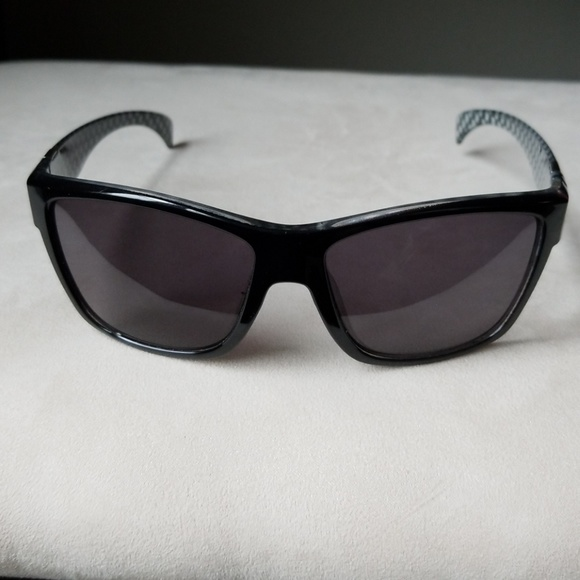 0d35a5ffa40 Suncloud Sunglasses. M 5ac4f4cc077b97a6f755f008